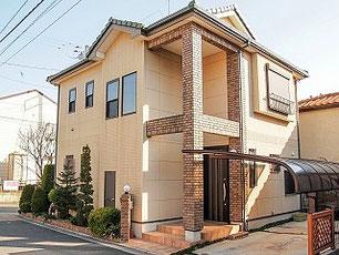 おしゃれな戸建住宅の外観の写真
