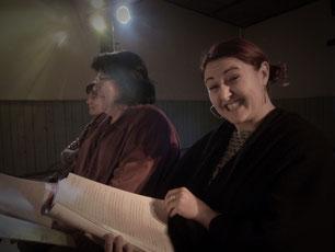 De gauche à droite : Isabelle OFFTINGER (metteur en scène) - Aurélie A. (Lumières et technique)