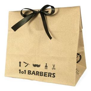 Je mehr Verwendungszwecke eine Verpackung hat, umso nachhaltiger ist sie. Das Tütle eignet sich prima zum Verpacken von Geschenken. Das Papier der Tüte sieht hochwertig aus und verpackt auch Ihr Geschenk liebevoll.