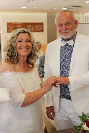 Robe de mariée lin et dentelle encolure bateau