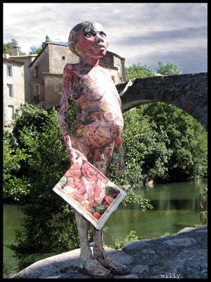 """Sculpture """"Foire aux porcs"""" en papiers recyclés de Willy"""