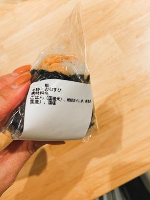 ごはん、焼鮭ほぐし身、焼きのり、藻塩