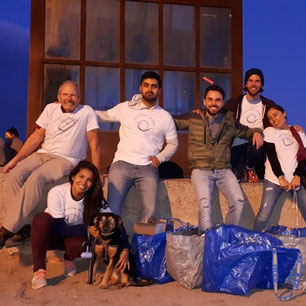 beach clean up barceloneta evening