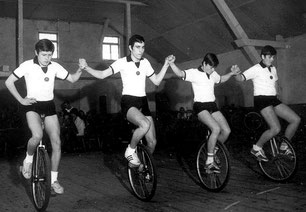 Junioren Bezirksmeisterschaften  Alte Turnhalle 1970: Klaus Mewitz; Anton Siedler; Manfred Stelzer; Roland Ströbel (v. links)