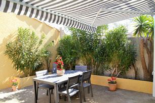 Grande et belle terrasse aménagée arborée et ombragée