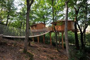 Notre cabane familiale la cabane du haut qui est un hébergement insolite pouvant accueillir jusqu'à 5 personnes