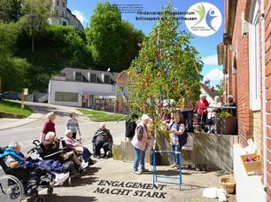 """Der Förderverein Pflegezentrum Schlosspark Warthausen ist mit mehr als 30 Helfern stets zur Stelle, """"wenn zum Wohle unserer Schützlinge Hand angelegt werden muss - Engagment macht stark!"""""""