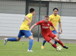 Jakob Funken (Mitte) im Testspiel gegen die SG Taucha (Foto: K. Hannover)