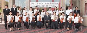 石垣フィルハーモニー管弦楽団が結団式を行った=18日午前、市民会館前