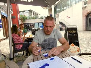Am Ende des Interviews gab es noch eine Autogrammstunde für die deutschen Blaunasen.