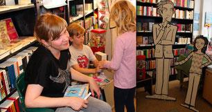 """Kirsten Reinhardt liest aus ihrem Kinderbuch """"Der Kaugummigraf"""" in der Buchhhandlung Dante Connection, Berlin"""