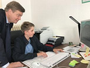 Bundestagsabgeordneter Ferlemann & Juniorabgeordneter Wöhlkens bei der Arbeit