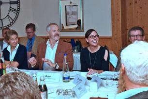 """""""Bei der Vermarktung unserer Angebote müssen wir über unseren eigenen Betrieb hinaus und in Regionen denken"""", sagte Ulrich N. Brandl, Vorsitzender des IHK-Tourismusausschusses (2.v.l.). Foto: Hannes"""