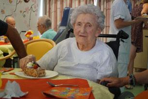 Marie-Louise Willems fait honneur au fraisier.