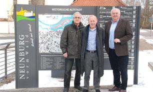 von rechts: Josef Schönhammer, Dr. Peter Deml, Jonas Keilhammer (Website-Gestalter)