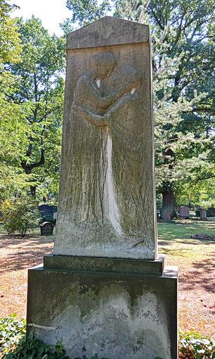 Robert Diez Grabmal Mutter und Tochter Johannisfriedhof Dresden Bild: Susann Wuschko