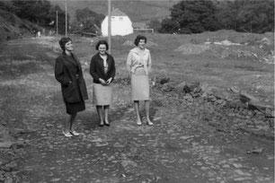 Damen auf der Baustelle: Sportplatzumbau 1961/62.