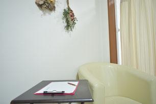 大阪下半身ダイエット専門整体サロンのダイエットチェック表とテーブルの写真