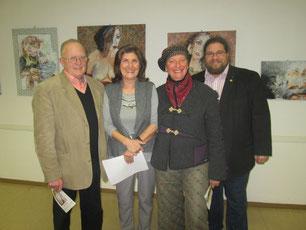 Foto v.l.n.r.: Obmann GR Franz Kral, Künstlerin Margit Ruzicka, Laudatorin Mag.a Brigitta Lipold, GR Mag. Klaus Bergmaier. Foto: zVg