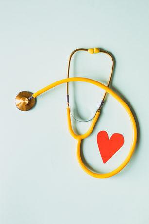 stéthoscope coeur médecine douce hypnose