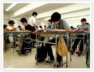 マジメに演習に取り組む学生たち