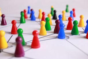 In Muster angeordnete Spielfiguren