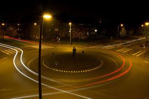 Kreisverkehr bei Nacht