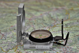 Kompass auf Karte