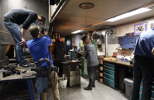 Augsburg-TV bei Dreharbeiten in der Telchinen-Schmiede