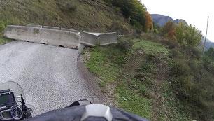"""""""Straßensperre"""" rauf zum Lago"""