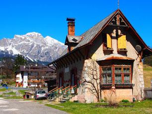 historisches Strassen-Häuschen an der Strasse nach Belluno