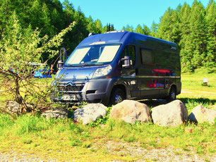 ein Camping Stellplatz in freier Natur