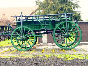 ein historischer ungarischer Reisewagen