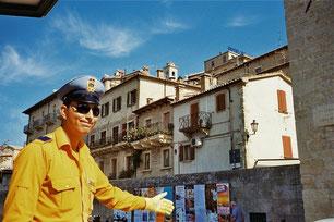 höflich wies uns der Polizist in San Marino den Weg