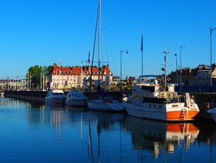 der Jachthafen von Deauville reicht bis ins  Zentrum