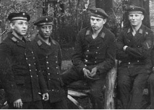 Marine-Stützpunkt Pillau - U-Boots-Schule, mein Vater 2. von links