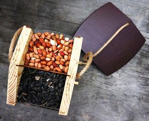 Кормушка для птиц под семечки и арахис. Купить кормушку в Москве.