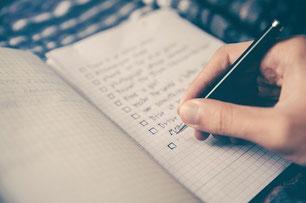 Checkliste Heft Kugelschreiber Hand