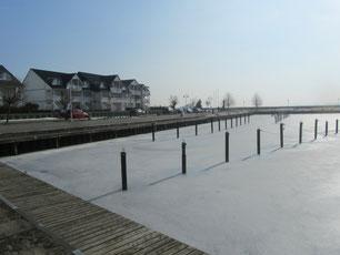 Eis im Hafenbecken Karlshagen Usedom