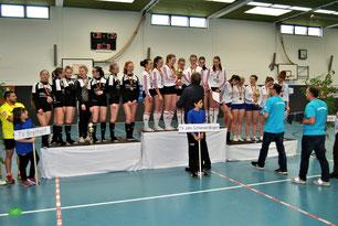 Ganz oben auf dem Siegertreppchen stand bei den Deutschen Titelkämpfen in der Knittlinger Sporthalle der Topfavorit vom TV Jahn Schnever-dingen. Der TV Brettorf (links) als Zweiter und der TuS Spenge komplettierten die Überlegenheit der Nord-Teams.