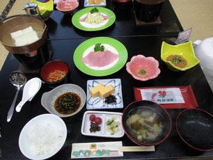 写真左上が鉱泉水で炊いたフワフワ豆腐です