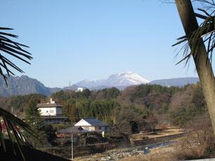 うっすらと雪化粧の浅間山です
