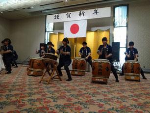 新年交礼会では「竜花」も太鼓演奏