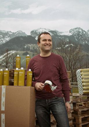 Bild: Daniel Assalve mit uno Olivenöl aus Italien