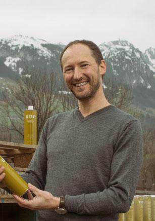Bild: Daniel Brülisauer mit extra vergine Olivenöl