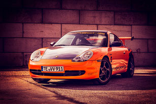 Porsche 996 in glanz-orange
