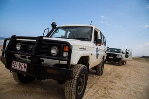 Offroad im Führungskräftetraining Outdoor - Leadership XTreme, Geländewagen auf Sandpiste