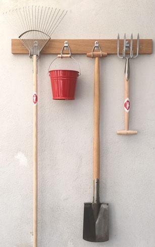 Gartengerätehalter aus Eiche bei www.thegolden-rabbit.de