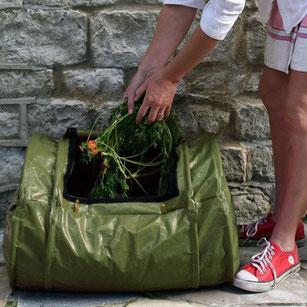 Der Rollmix-Komposter ist der ideale Komposter für den kleinen Haushalt. Geruchsdicht verschlossen verwandelt er im handumdrehen Bioabfall in Humus. www-the-golden-rabbit.de