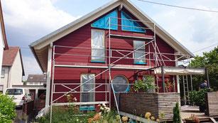 """Holzhaus in """"Schwedenrot"""" lasiert"""